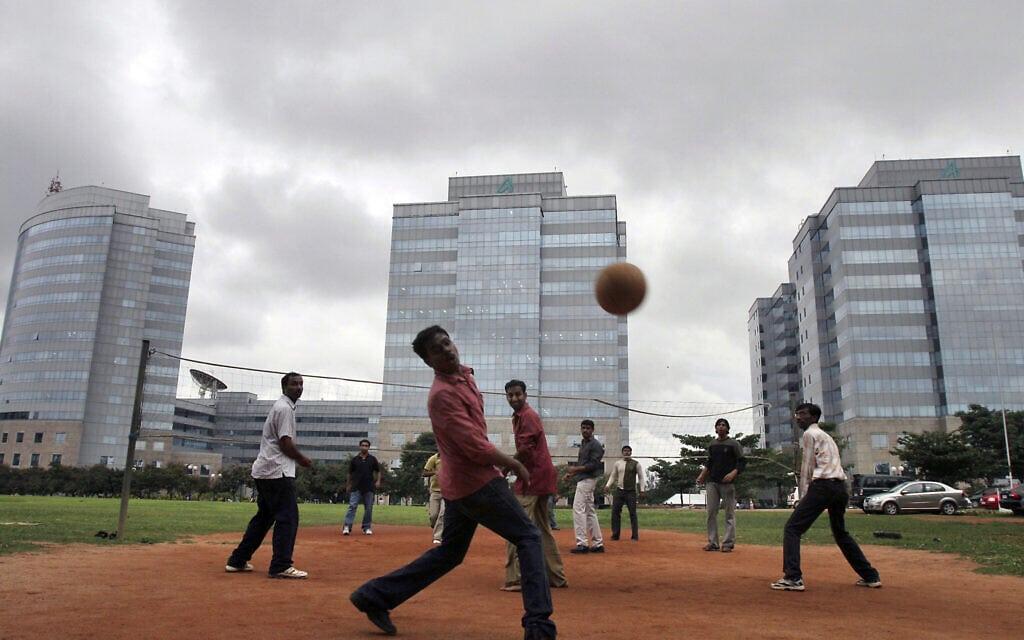 India Bangalore On Edge (צילום: AP Photo/Aijaz Rahi)