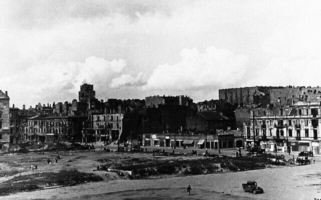 ורשה, 26 ביולי 1945 (צילום: AP)