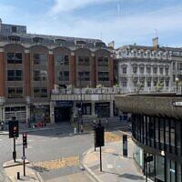 """מיקומו הבדיוני של """"סלאו האוס"""" ברחוב אלדרסגייט בלונדון (צילום: BennyOnTheLoose, ויקיפדיה)"""