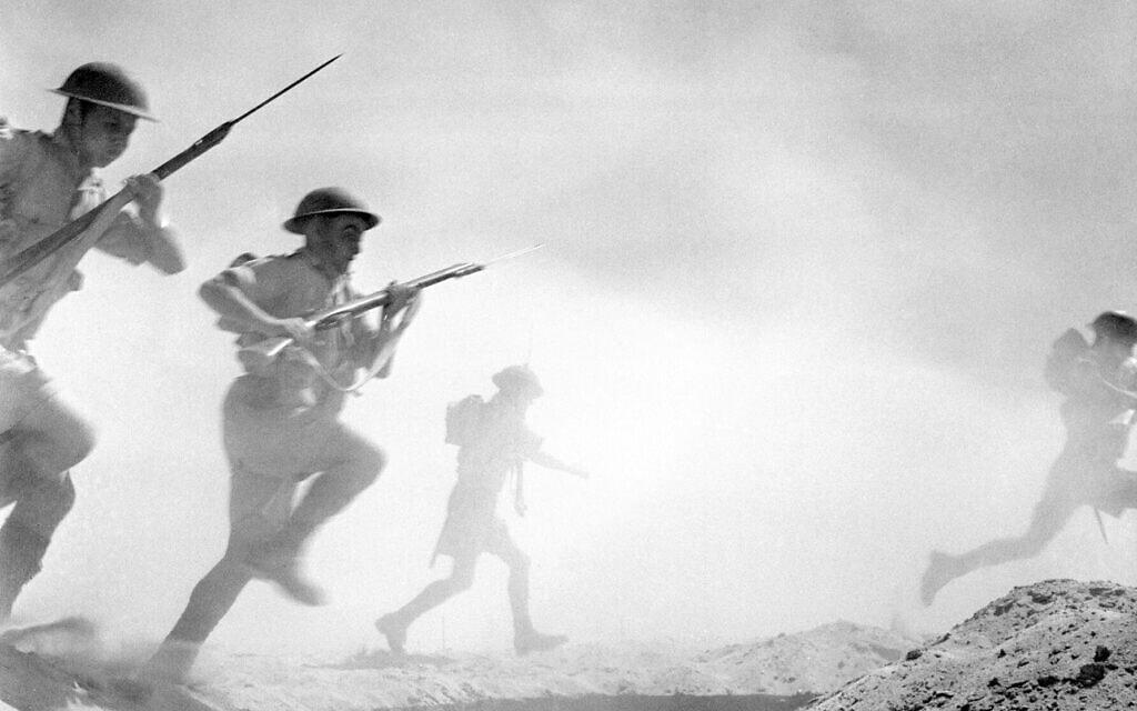 חיילי הצבא הבריטי בקרב באל-עלמיין, 24 באוקטובר 1942 (צילום: Chetwyn (Sgt), No 1 Army Film & Photographic Unit)
