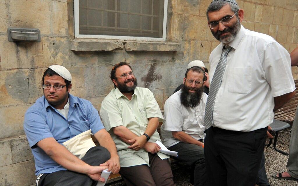 מיכאל בן-ארי, ברוך מרזל ואיתמר בן-גביר בבית המשפט השלום בירושלים בדיון על הארכת מעצרם, ב-27 במאי 2010 (צילום: פלאש90)