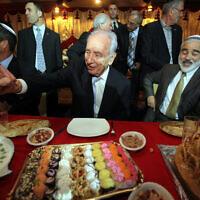 שמעון פרס מתארח במימונה, 2011 (צילום: Yossi Zamir/Flash 90)