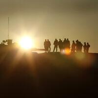 חיילי גבעתי בתרגיל בדרום מדבר יהודה, 6 ביוני 2012 (צילום: משה שי/פלאש90)