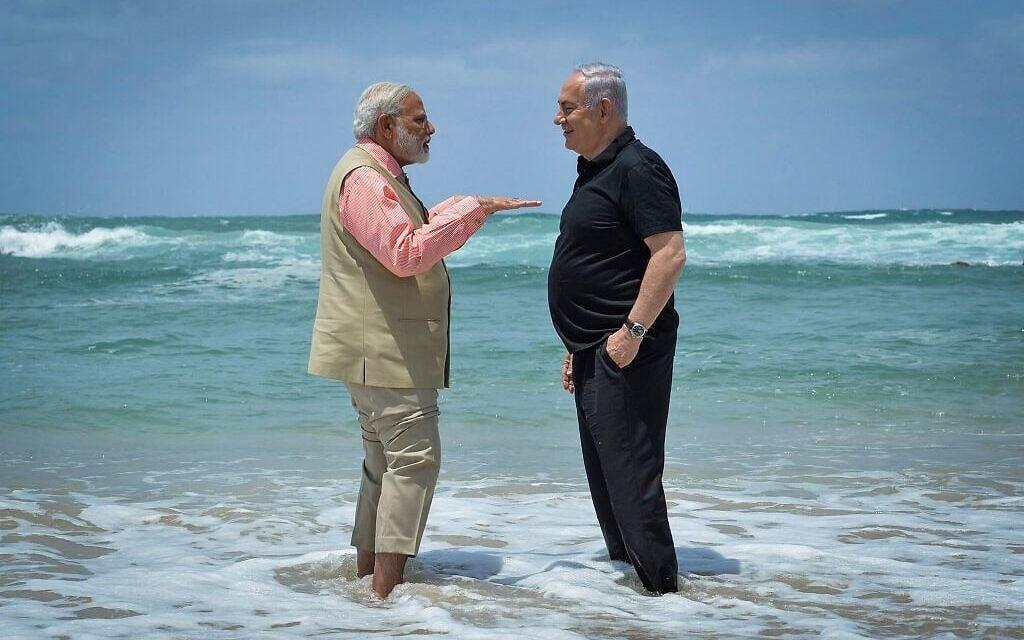 """בנימין נתניהו וראש ממשלת הודו נרנדרה מודי מבקרים במפעל ההתפלה בחוף אולגה, 6 ביולי 2017 (צילום: קובי גדעון/לע""""מ)"""