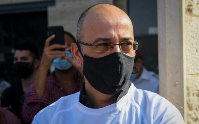 ירון זליכה בהפגנה של עובדי ארקיע נגד בעלי החברה, האחים נקש, בהרצליה, 29 ביולי 2020 (צילום: פלאש90)