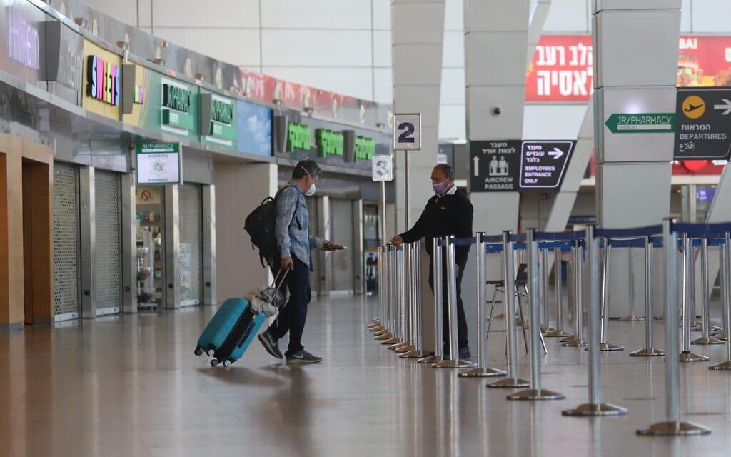 נמל התעופה בן-גוריון, 25 בינואר 2021; צילום ארכיון – למצולמים אין קשר לדיווח (צילום: יוסי אלוני, פלאש 90)