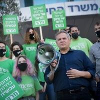 ניצן הורוביץ בהפגנה של מרצ מול משרד החינוך, 9 בפברואר 2021 (צילום: מרים אלסטר/פלאש90)