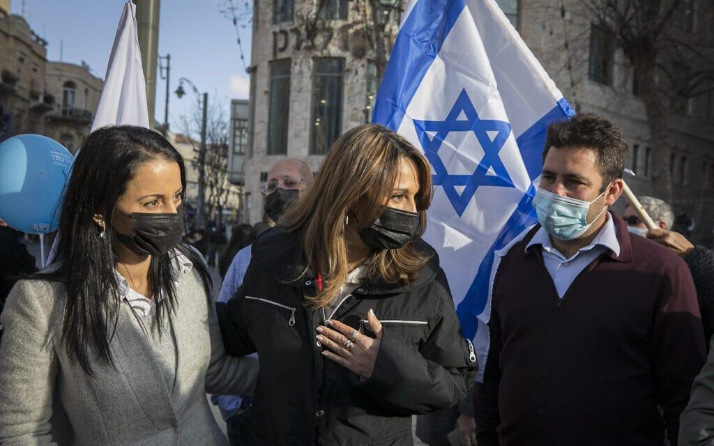 עופר ברקוביץ', יפעת שאשא ביטון והילה שי וזאן בסיור בחירות של תקווה חדשה בירושלים, 8 במרץ 2021 (צילום: אוליבייה פיטוסי/פלאש90)