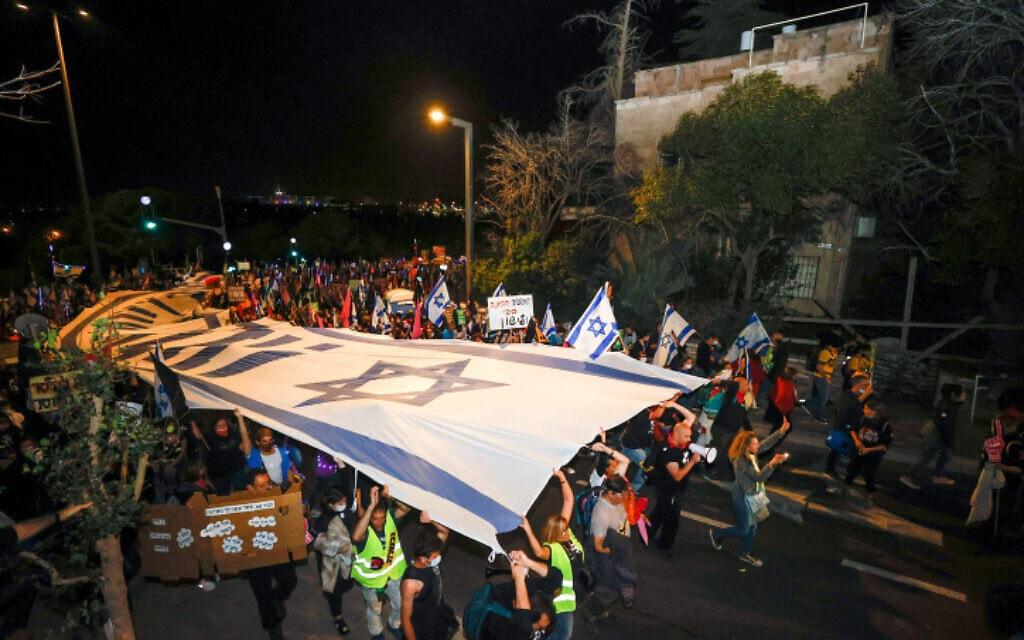 .מפגינים נגד נתניהו מגיעים למעון הרשמי, 20 במרץ 2021 (צילום: Yonatan Sindel/Flash90)