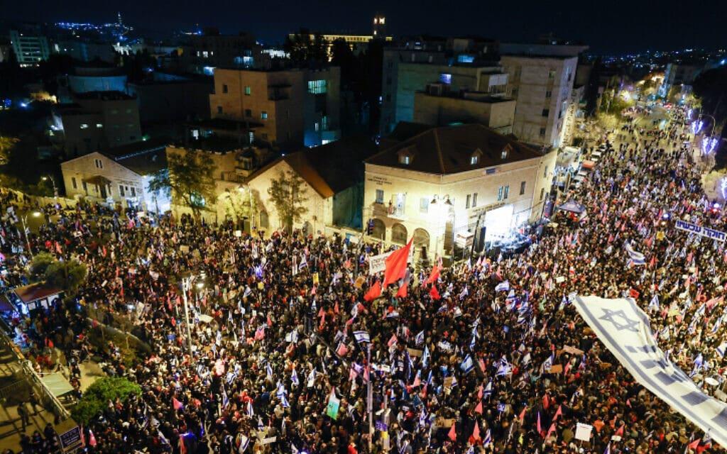 עשרות אלפי מפגינים נגד נתניהו בבלפור, 20 במרץ 2021 (צילום: Yonatan Sindel/Flash90)