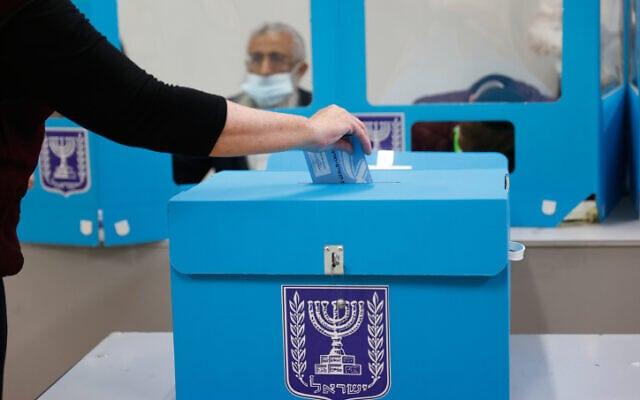 קלפי בבחירות הרביעיות, 23 במרץ 2021 (צילום: Yonatan Sindel/FLASH90)