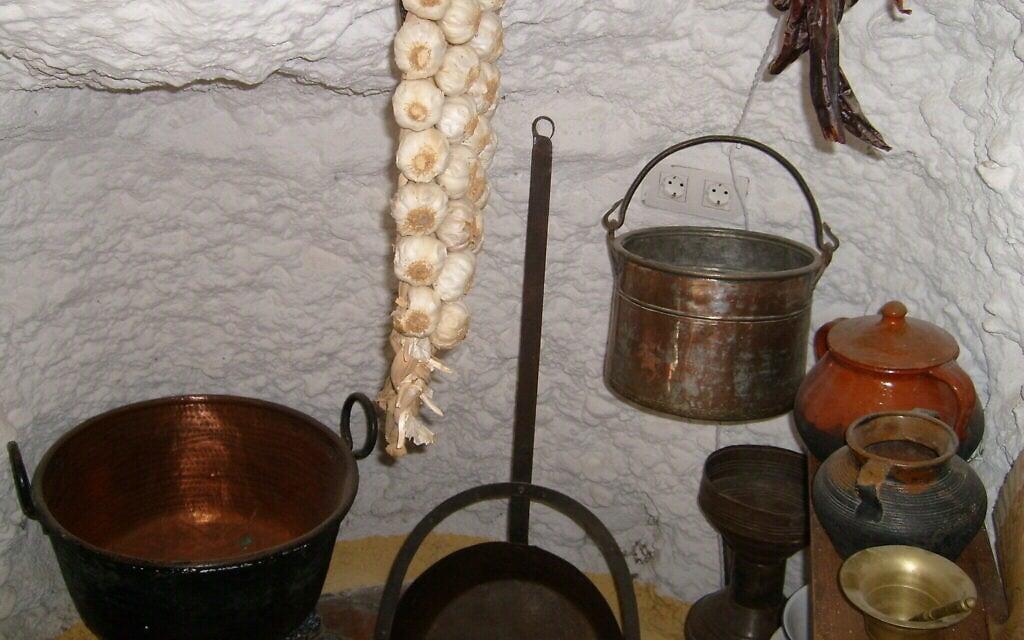מטבח במערות גרנדה, דומה לזה שהיה משמש את היהודים במאה ה-16 (צילום: באדיבות מרג'ורי סנדור)