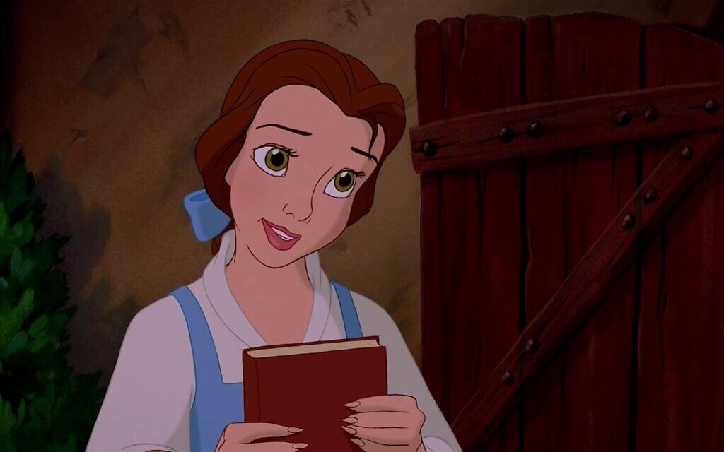 """הנסיכה בל קוראת ספרים, צילום מסך מהסרט """"היפה והחיה"""""""