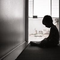 התעללות בילדים. אילוסטרציה (צילום: iStock)