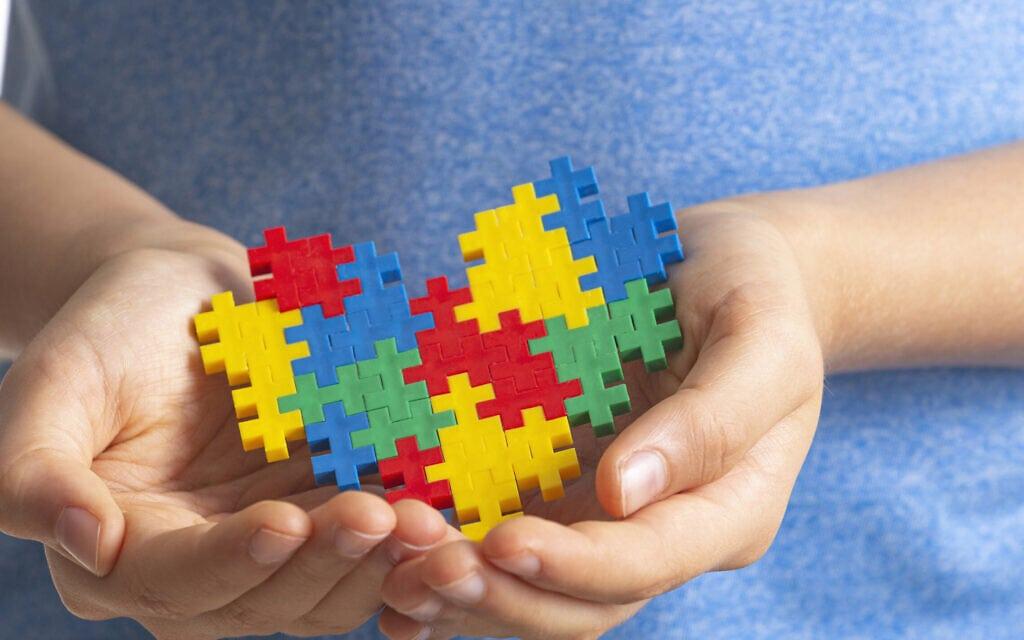 סמל יום המודעות הבינלאומי לאוטיזם, שחל ב-2 באפריל (צילום: iStock)