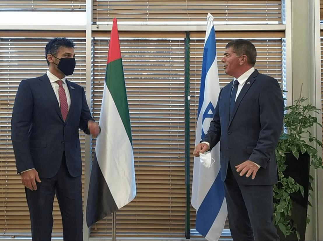 שר החוץ גבי אשכנזי בפגישה עם שגריר האמירויות מוחמד מחמוד פתח עלי אל חאג'ה, 1 במרץ 2021 (צילום: משרד החוץ)