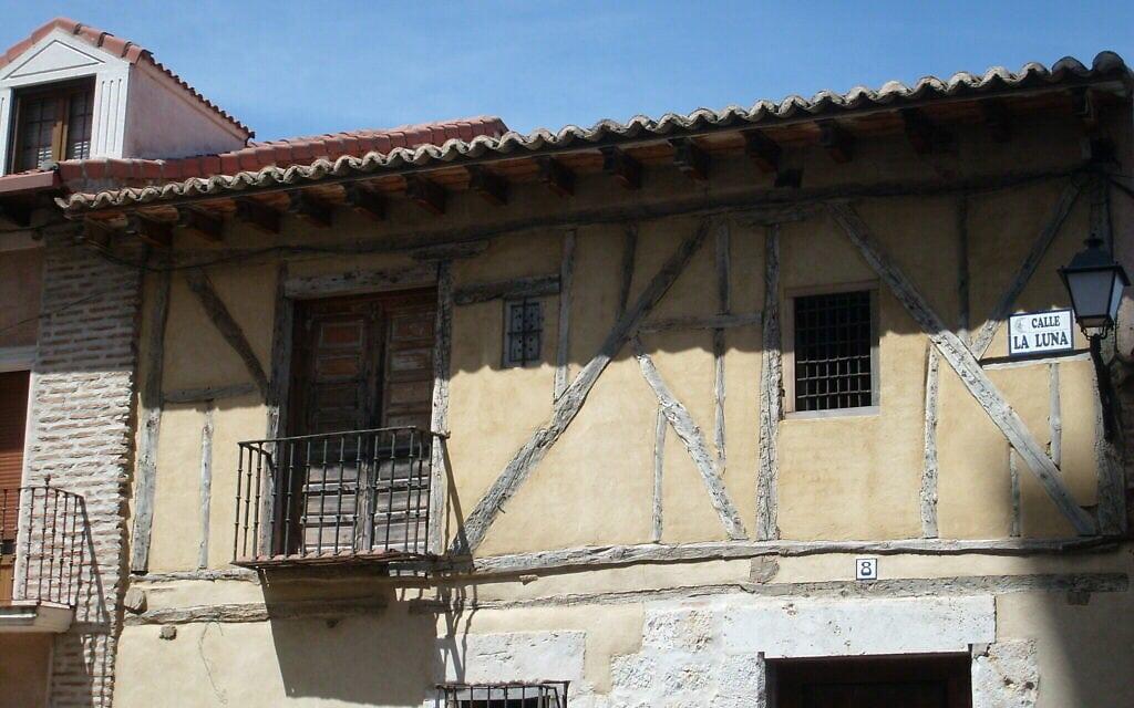 בית עתיק בטורדסיאס שבספרד (צילום: באדיבות מרג'ורי סנדור)