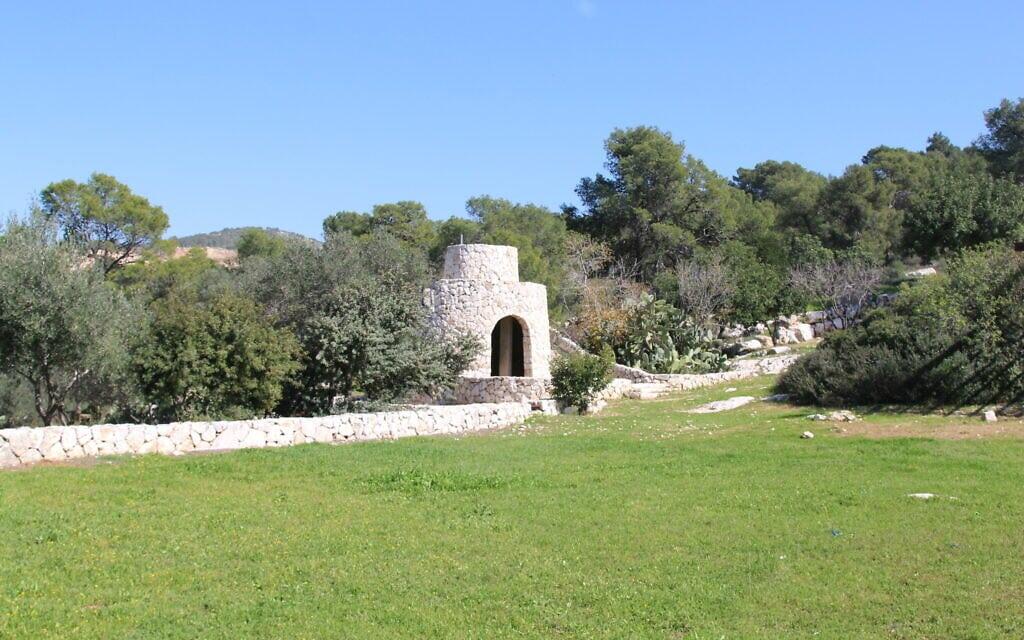 מגדל שמירה משוחזר של שומרה במרכז גלדיס מילר (צילום: שמואל בר-עם)