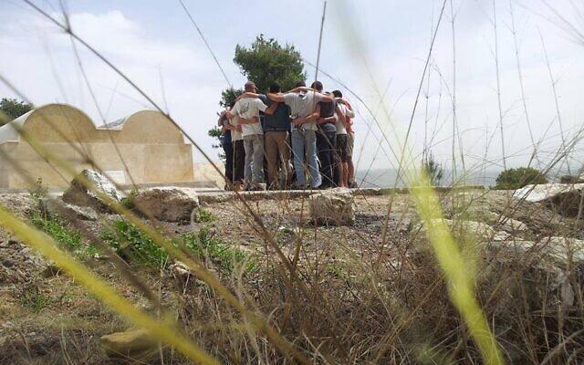 """קבוצת לוחמים משוחררים בתוכנית """"מסע שחרור"""" (צילום: עמותת מטיב)"""