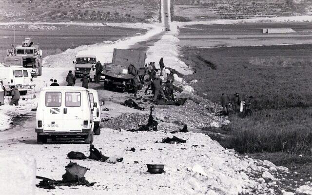 """מקום הפיגוע באסון הספארי, 1985 (צילום: דובר צה""""ל)"""