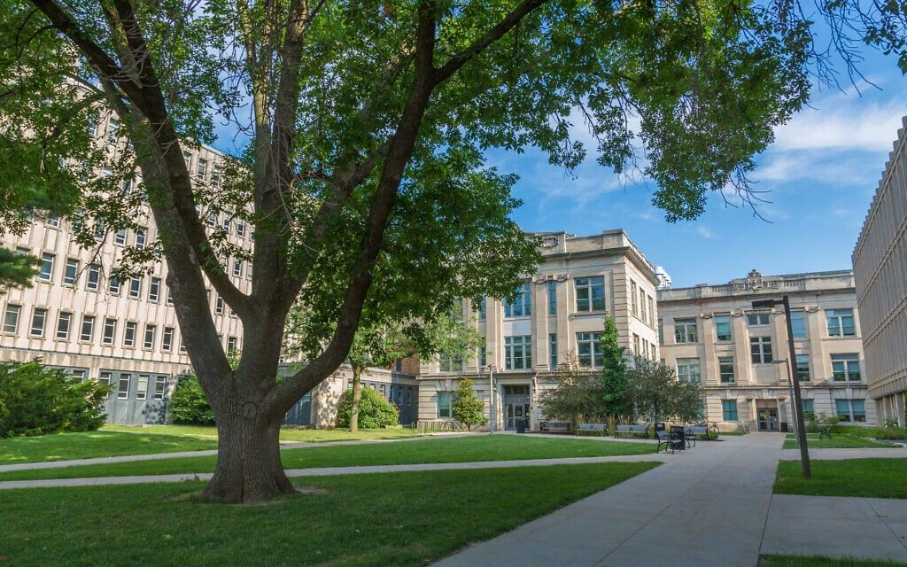 מבט אל הקמפוס של אוניברסיטת איווה (צילום: ויקיפדיה)