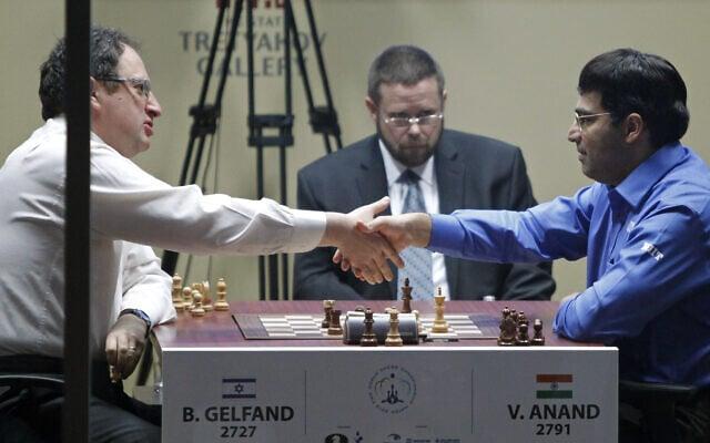 וישוואנתן אננאד מנצח את בוריס גלפהנד באליפות העולם בשחמט, 2012 (צילום: AP Photo/Misha Japaridze)