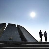 האנדרטה לזכר רצח העם הארמני במרכז ירוואן, עיר הבירה בארמניה (צילום: AP Photo/Hakob Berberyan)