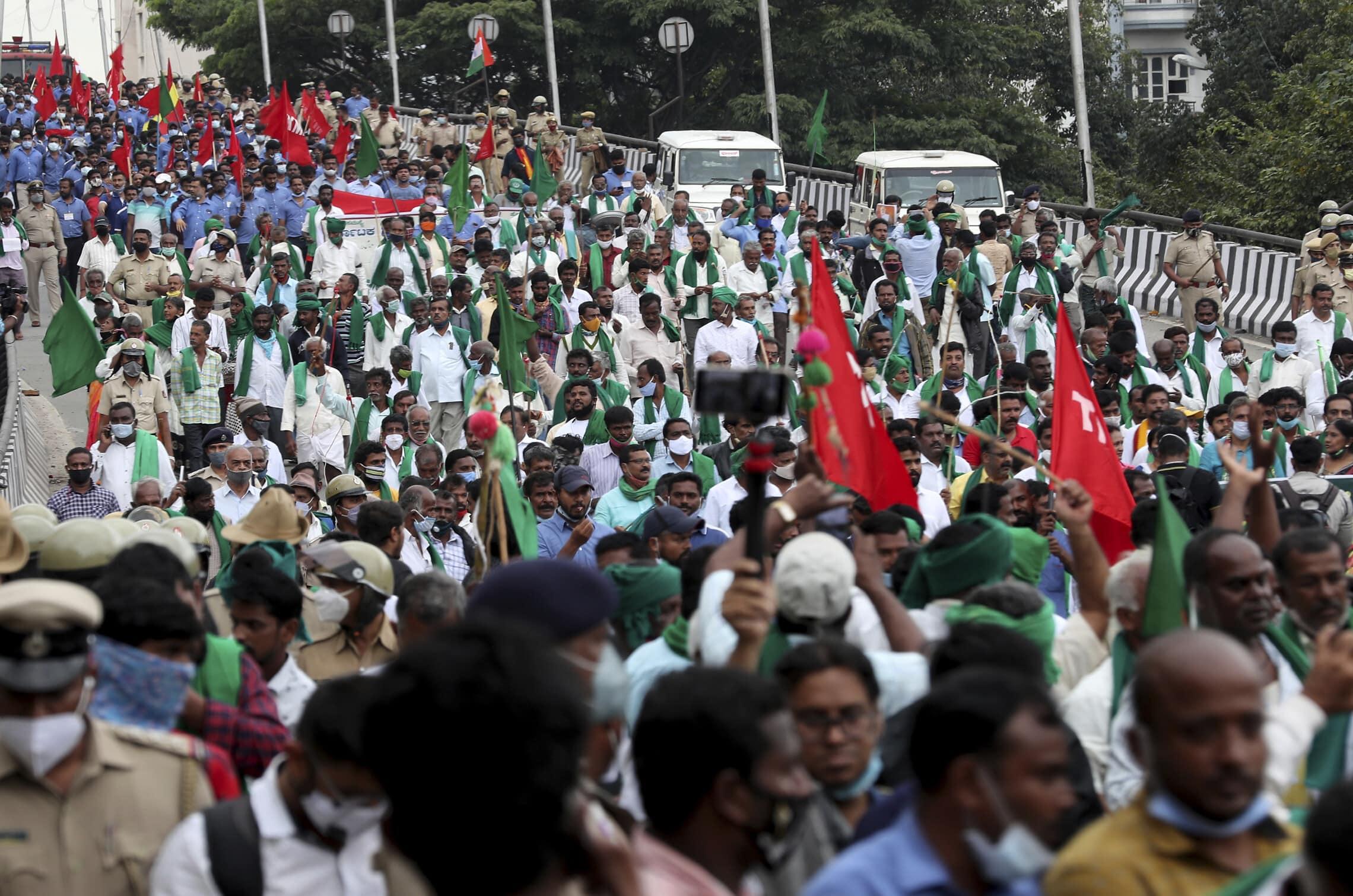 צעדת מחאה של החקלאים בבנגלור, הודו, 9 בדצמבר 2020 (צילום: AP Photo/Aijaz Rahi)