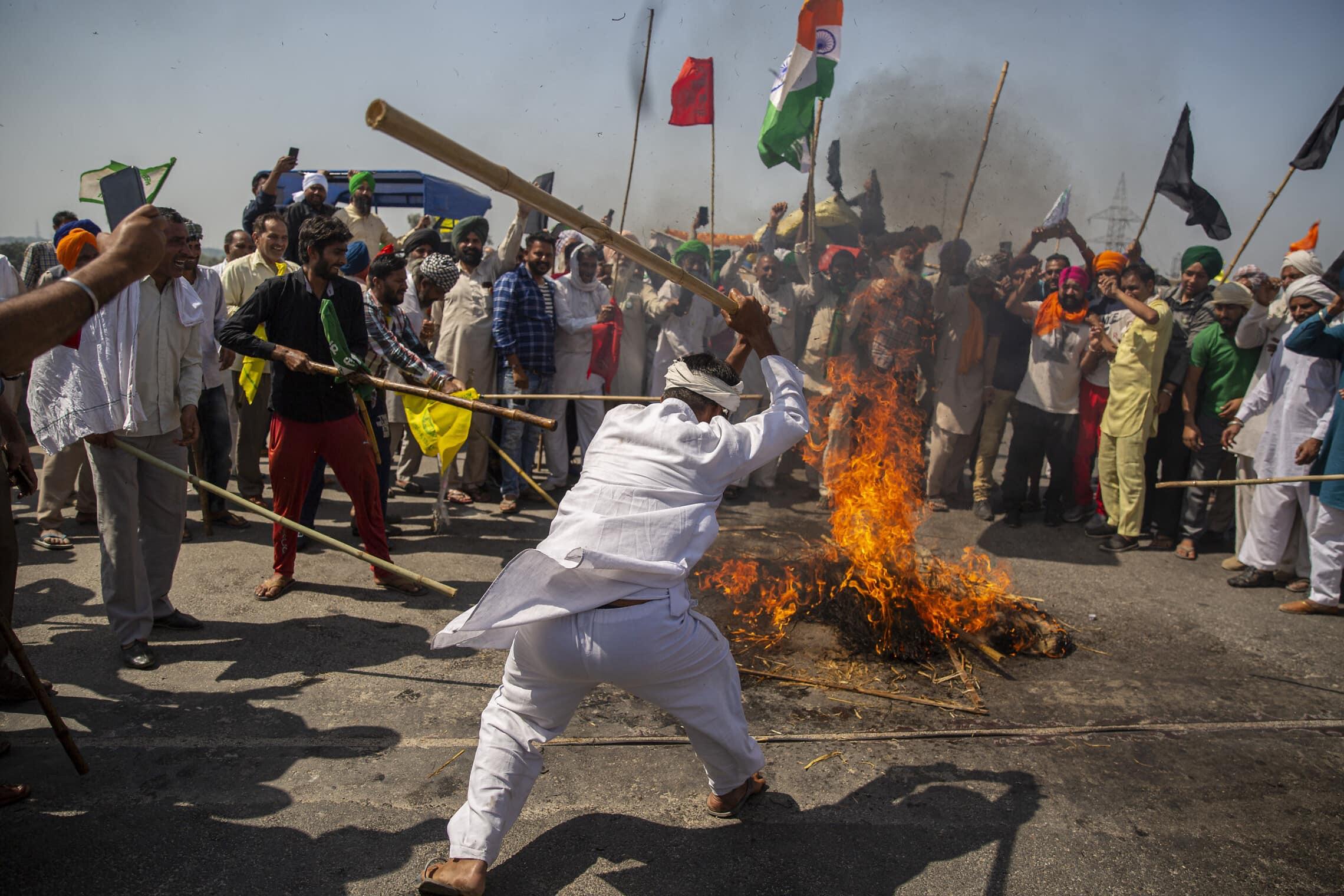 מחאת החקלאים בניו דלהי, הודו, ב-6 במרץ 2021 (צילום: AP Photo/Altaf Qadri)