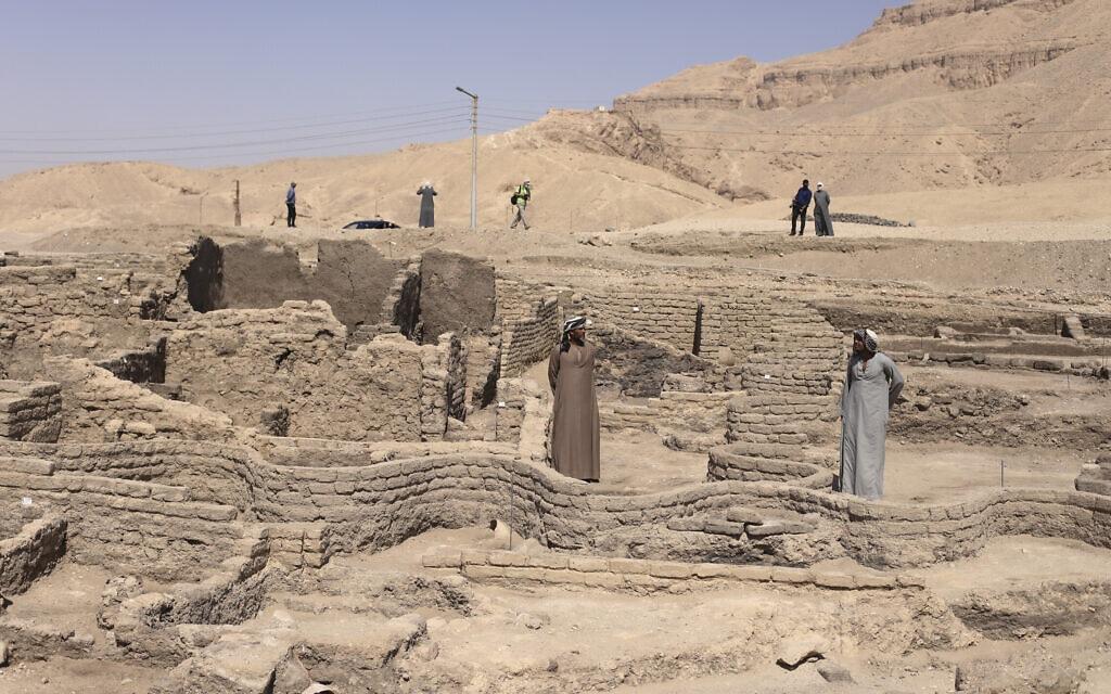"""""""עיר הזהב"""" שהתגלתה בלוקסור, 10 באפריל 2021 (צילום: AP Photo/Mohamed Elshahed)"""