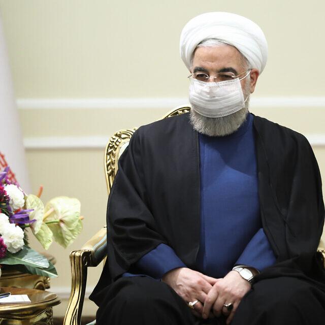 נשיא איראן חסן רוחאני מאזין לשר החוץ הרוסי סרגיי לברוב במהלך פגישה בטהראן, איראן. 13 באפריל 2021 (צילום: Russian Foreign Ministry Press Service via AP)