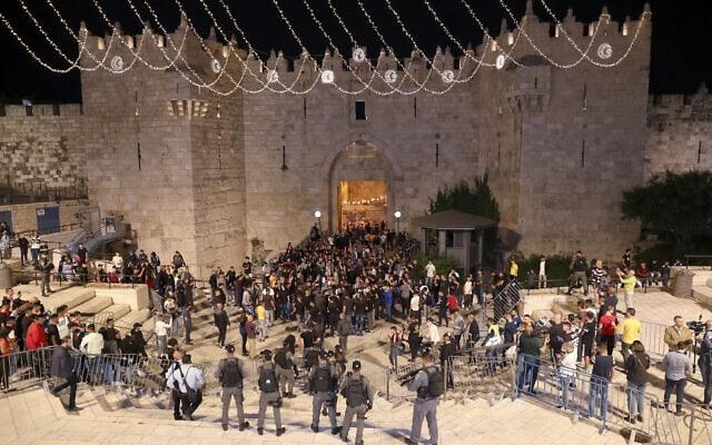 שער שכם בעיר העתיקה שבירושלים, 25 באפריל 2021 (צילום: Ariel Schalit, AP)