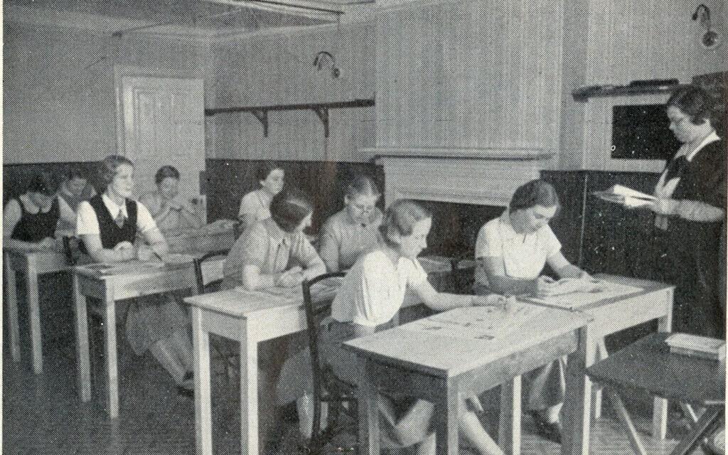 תלמידות בקולג' אוגוסטה ויקטוריה בבקסהיל באמצע שנות ה-30 (צילום: באדיבות מוזיאון בקסהיל)