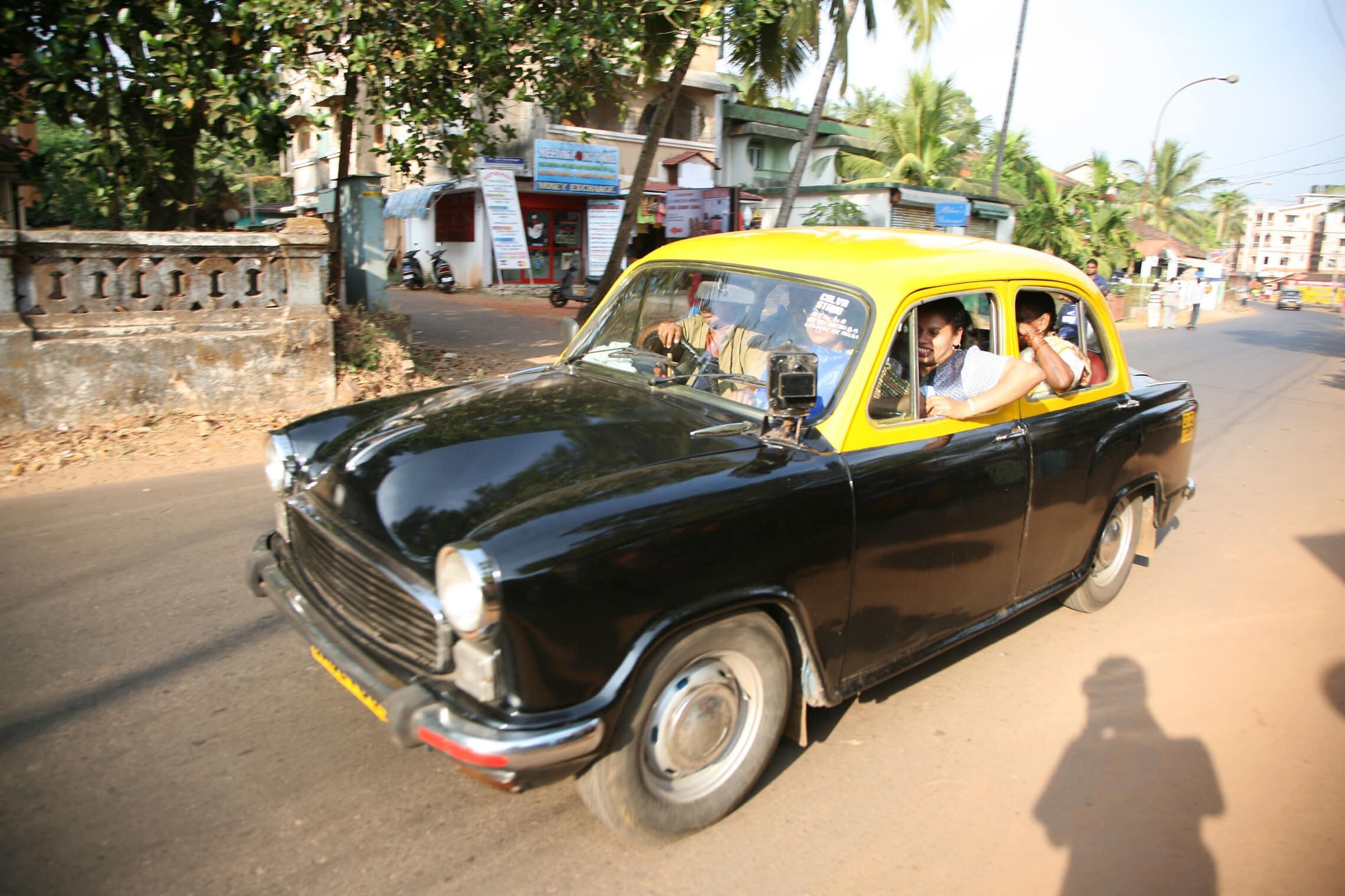 מונית טיפוסית בכפר בגואה, אילוסטרציה (צילום: Tim Whitby / Alamy)