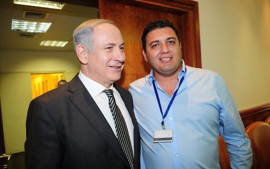 פיני פטר עם ראש הממשלה בנימין נתניהו בארוע גיוס תרומות במשרד ראש הממשלה, אוקטובר 2011 (צילום: Berele Sheiner)