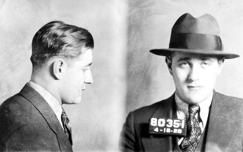 צילום משטרתי מ-1928 של באגסי סיגל (צילום: באדיבות Yale University Press)