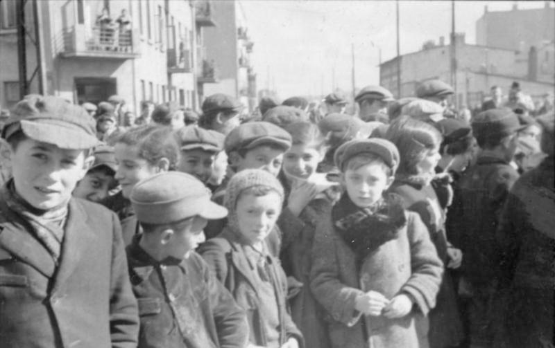 ילדים בגטו לודז' ב-1940 (צילום: Bundesarchiv bild)