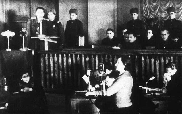 דינה פרוניצ'בה מעידה במשפטי קייב, 24 בינואר 1946 (צילום: ארכיון הצילומים של מוזיאון ארצות הברית לזכר השואה)