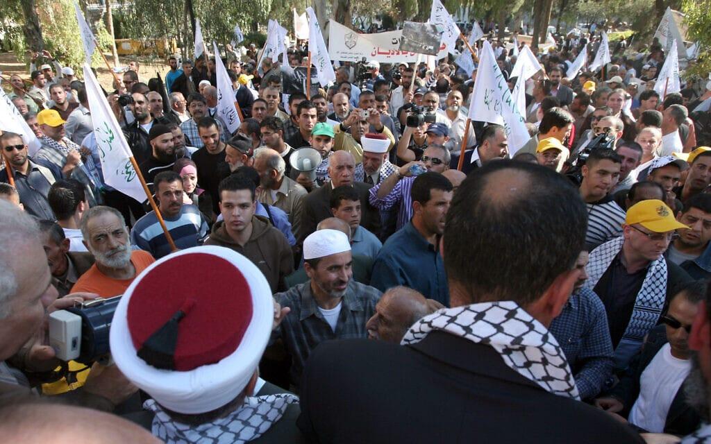 מוסלמים מפגינים נגד הקמת מוזאון הסובלנות בירושלים על שטח בית קברות מוסלמי, נובמבר 2008 (צילום: יוסי זמיר/פלאש90)