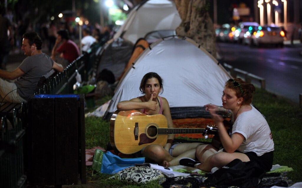 מחאת האוהלים בשדרות רוטשילד בתל אביב, קיץ 2011מחאת האוהלים בשדרות רוטשילד בתל אביב, קיץ 2011 (צילום: יוסי זמיר/פלאש90)