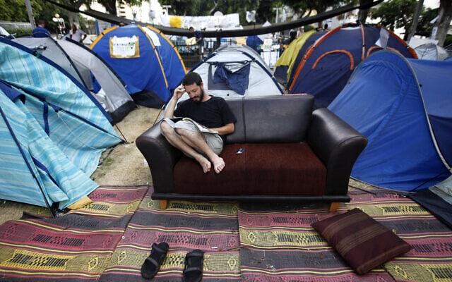מחאת האוהלים בשדרות רוטשילד בתל אביב, קיץ 2011 (צילום: מרים אלסטר/פלאש90)