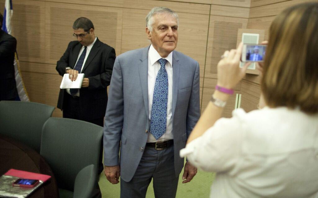 פרופ' דן שכטמן במסיבת עיתונאים בכנסת ביום ההתמודדות על נשיאות המדינה, 9 ביוני 2014 (צילום: פלאש90)