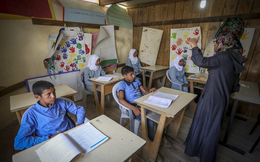 תלמידים בכיתה במזרח ירושלים (צילום: פלאש90)