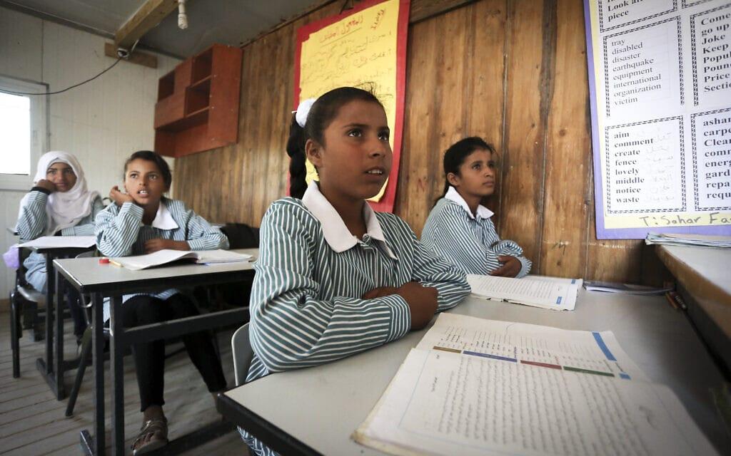 תלמידות בבית ספר פלסטיני במזרח ירושלים (צילום: פלאש90)