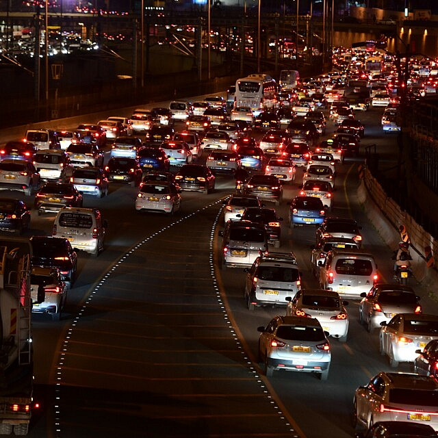 פקק תנועה בנתיבי איילון ב-27 בדצמבר 2020 (צילום: אבשלום ששוני/פלאש90)