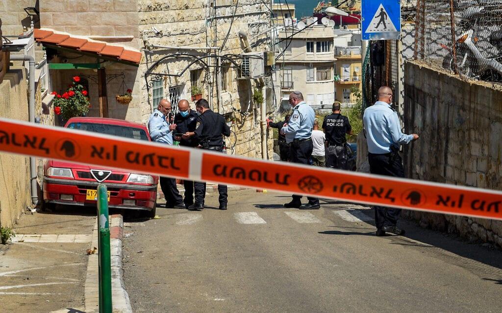 המשטרה במקום זירת מותו של מוניר ענבאתווי, 29 במרץ 2021 (צילום: רוני עופר/פלאש90)