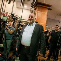 מנסור עבאס נואם במלון רמדה נצרת, 1 באפריל 2021 (צילום: דייוויד כהן / פלאש 90)