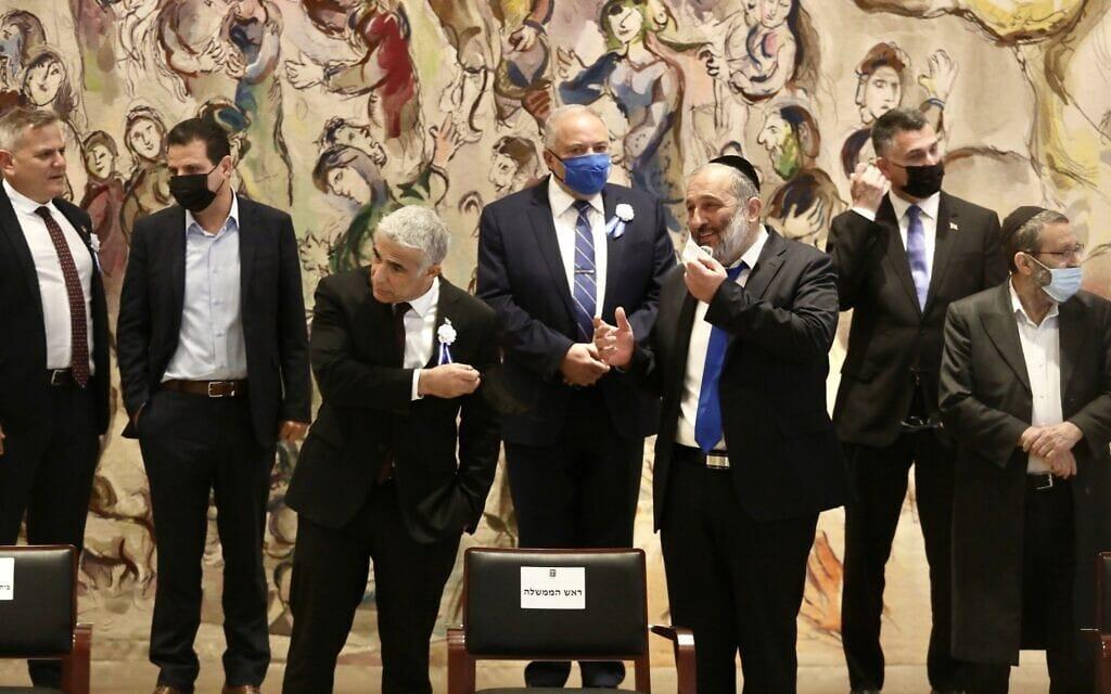 ראשי הסיעות של הכנסת ה-24 מתכנסים באולם שאגאל לתמונה המסורתית, 6 באפריל 2021 (צילום: Marc Israel Sellem/POOL)