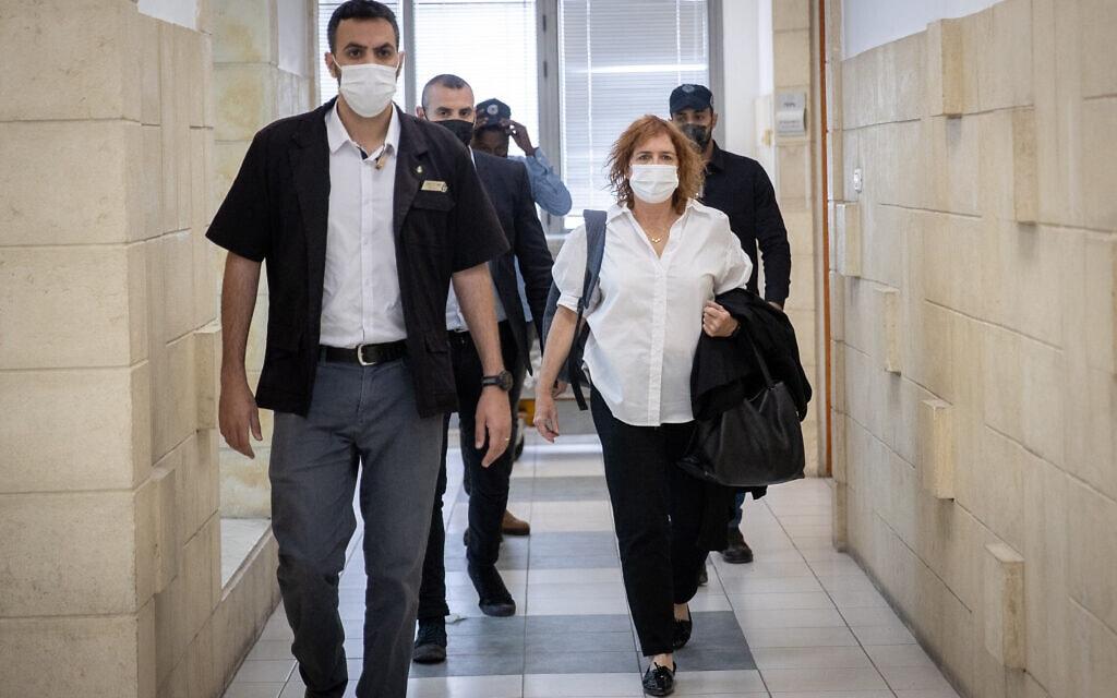 התובעת ליאת בן ארי בבית המשפט המחוזי בירושלים, 6 באפריל 2021 (צילום: יונתן זינדל, פלאש 90)