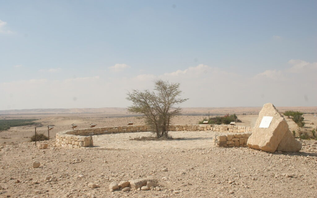 האנדרטה לזכר הנופלים מצרפת דרומית לבאר שבע (צילום: שמואל בר-עם)